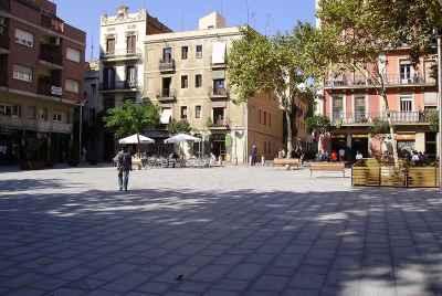 Магазин одежды на знаменитой площади в районе Gracia